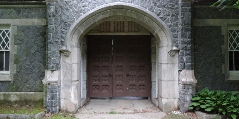 notalonglockedgatehouse